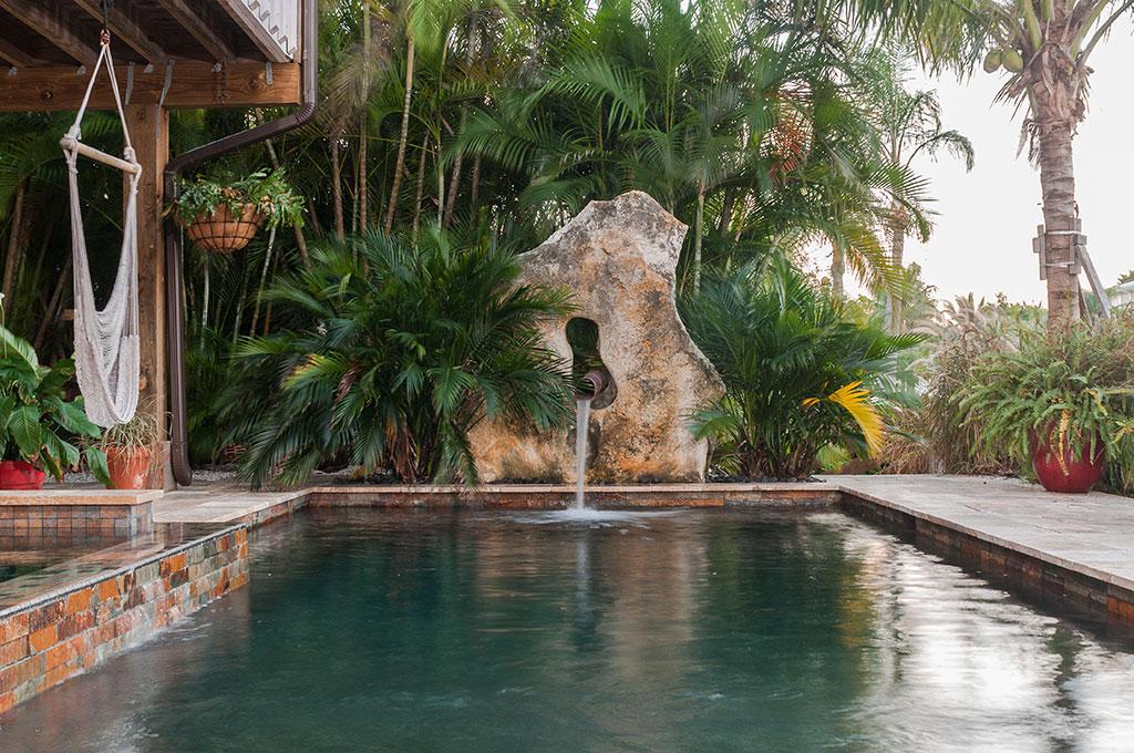 Modern zen pool by lucas lagoons inc for Pool zen spa